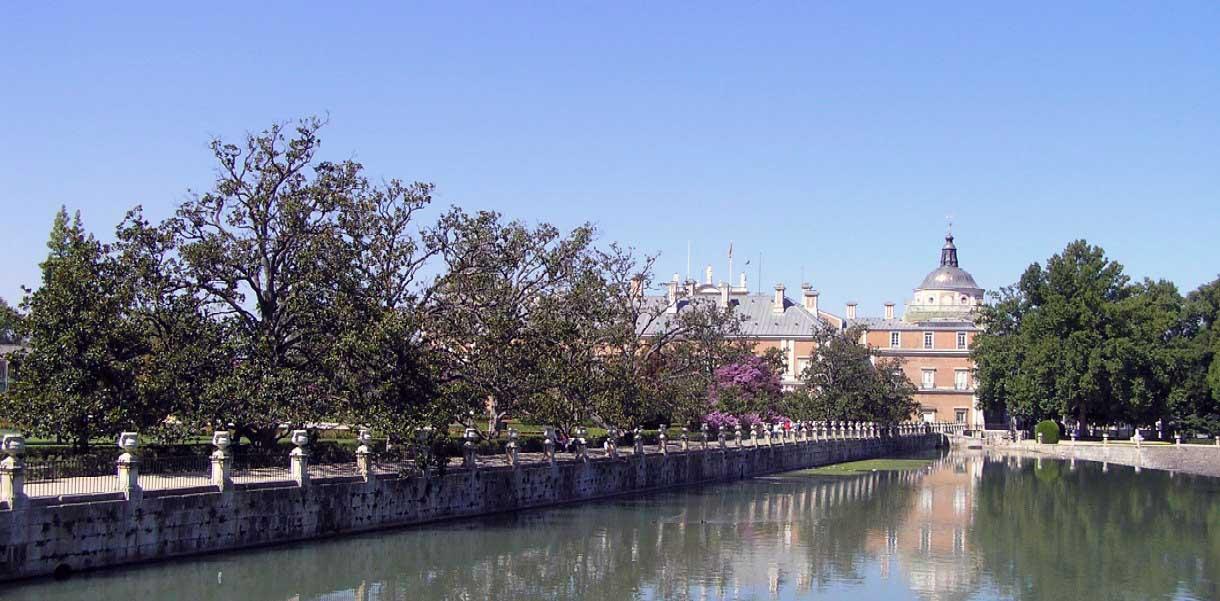 Palacio aranjuez portal fuenterrebollo for Jardin de la isla aranjuez