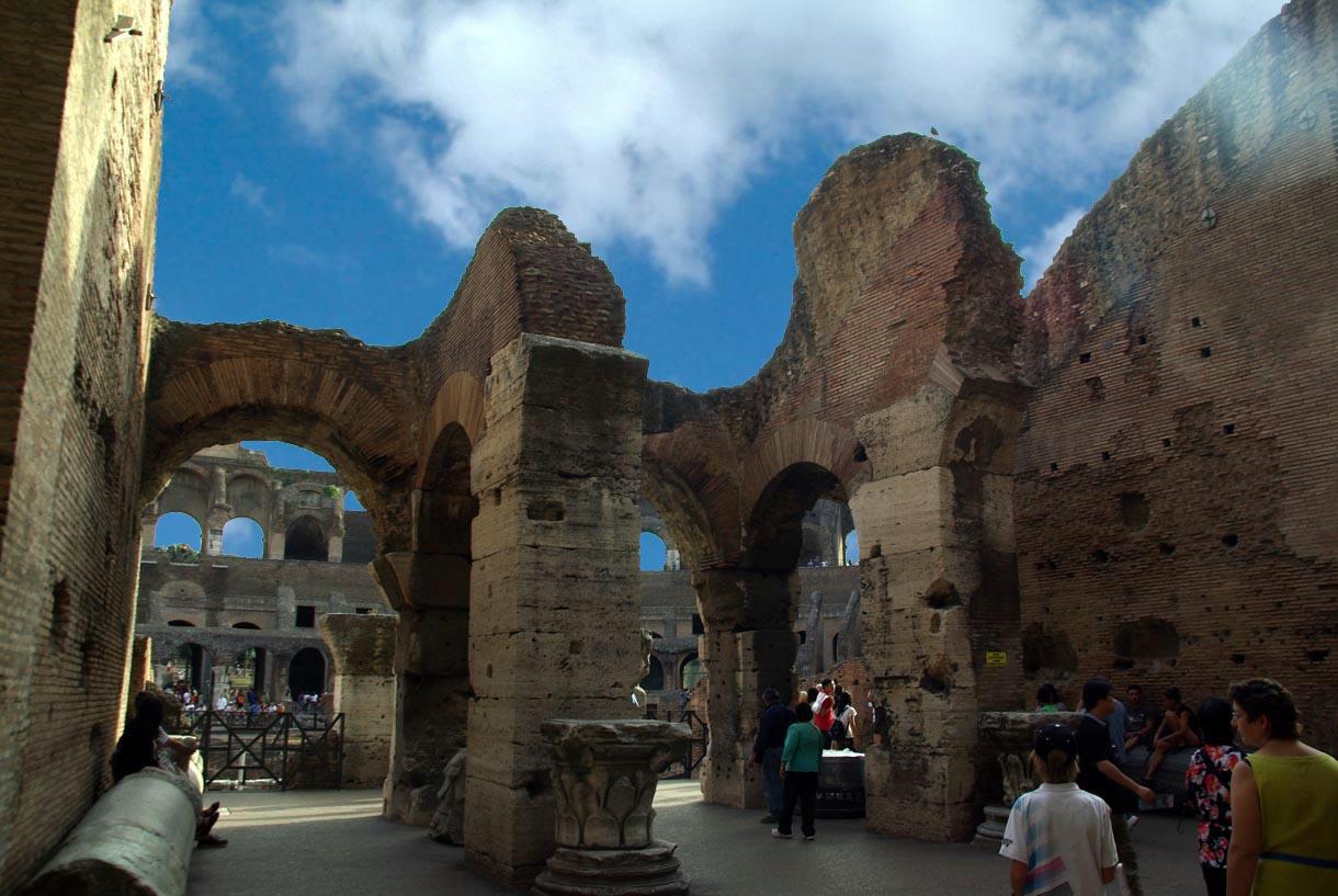 Interior del coliseo anfiteatro flavio portal for Portal del interior