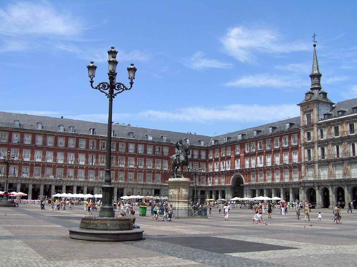 191 Es La Plaza Mayor De Madrid Una Copia De La Plaza Mayor