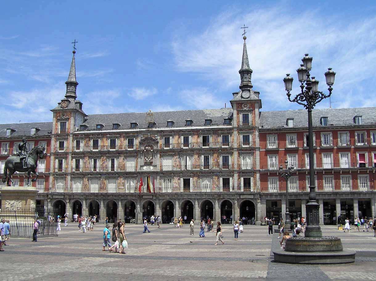 Plaza mayor de madrid portal fuenterrebollo for La casa de granada en madrid
