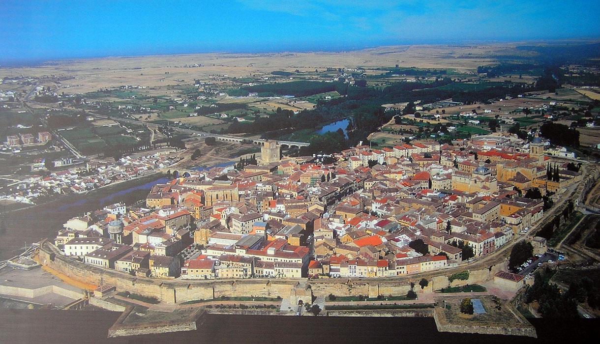 Ciudad rodrigo salamanca portal fuenterrebollo for Oficina de turismo ciudad rodrigo