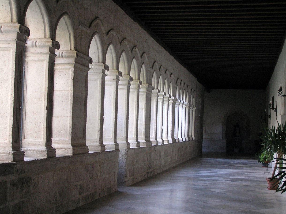 http://www.fuenterrebollo.com/Heraldica-Piedra/Valladolid/Penafiel/san-pablo-4.jpg