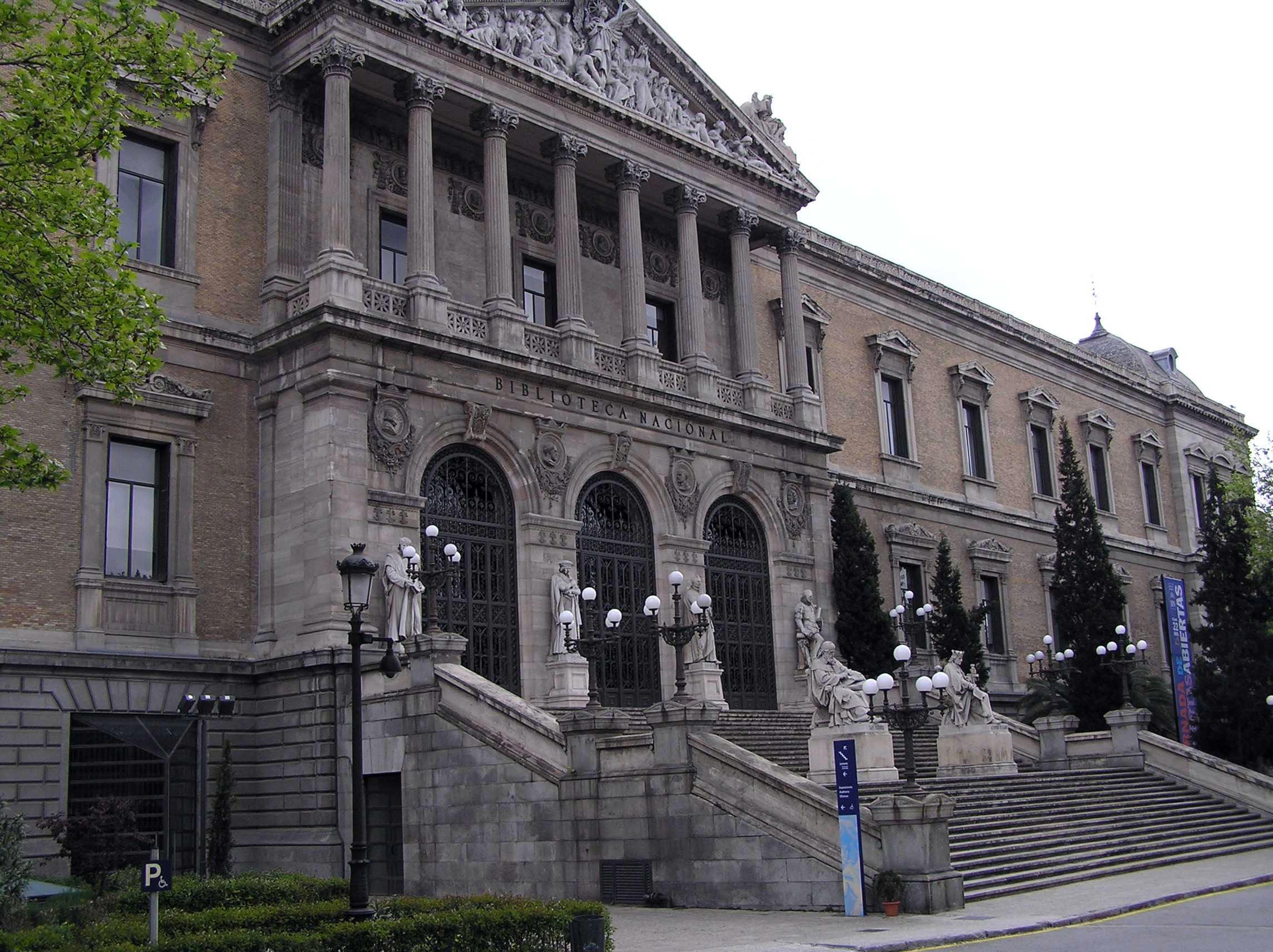 Plaza de col n portal fuenterrebollo for Biblioteca de la uned madrid