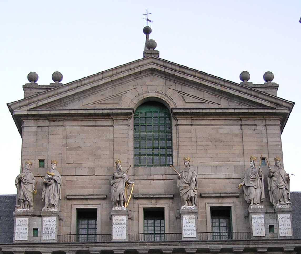 Patio De Los Reyes Monasterio San Lorenzo Portal