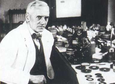 Alexander Fleming, descubre la penicilina en 1928