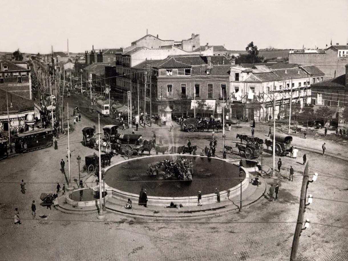 Fotos antiguas madrid portal fuenterrebollo for Fuente de la puerta del sol